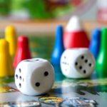 La traduction de jeux : cartes sur table